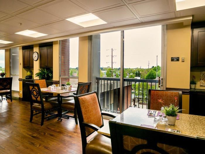 Natural Light Dining Room for Nutritious Meals at Pacifica Senior Living Calaroga Terrace, Oregon