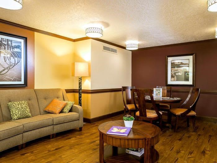 Hardwood Floors in Social Area at Pacifica Senior Living Calaroga Terrace, Oregon, 97232