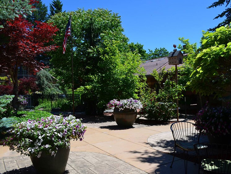 Courtyard With Mature Trees at Pacifica Senior LIving, Courtyard at Coeur d'Alene, Coeur d Alene, ID, 83814