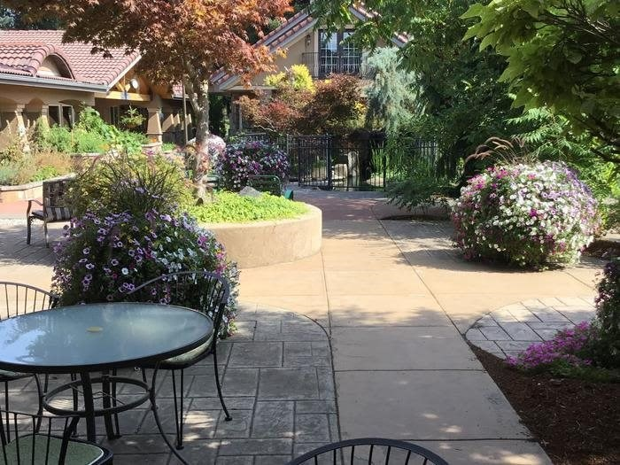 Courtyard With Beautiful Flowers at Coeur d'Alene offers beautiful gardens in Coeur d'Alene, Idaho, Pacifica Senior Living