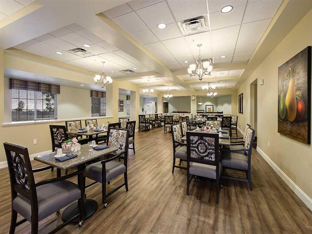 Enjoy freshly made food in our dining room at Pacifica Senior Living Country Crest