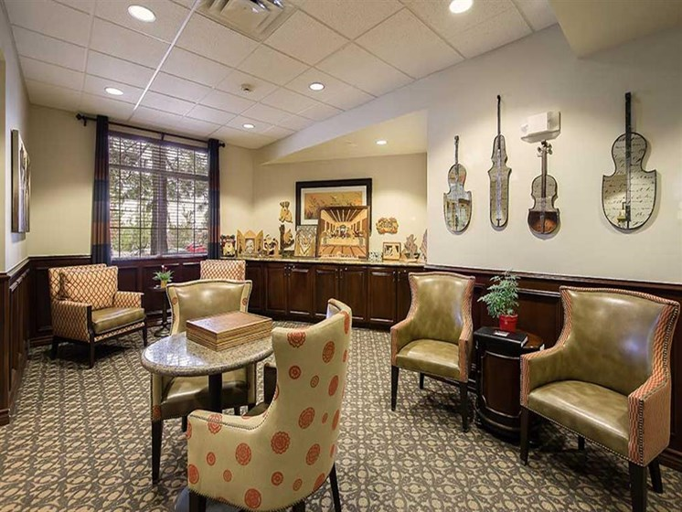 Sitting craft room at Pacifica Senior Living Country Crest