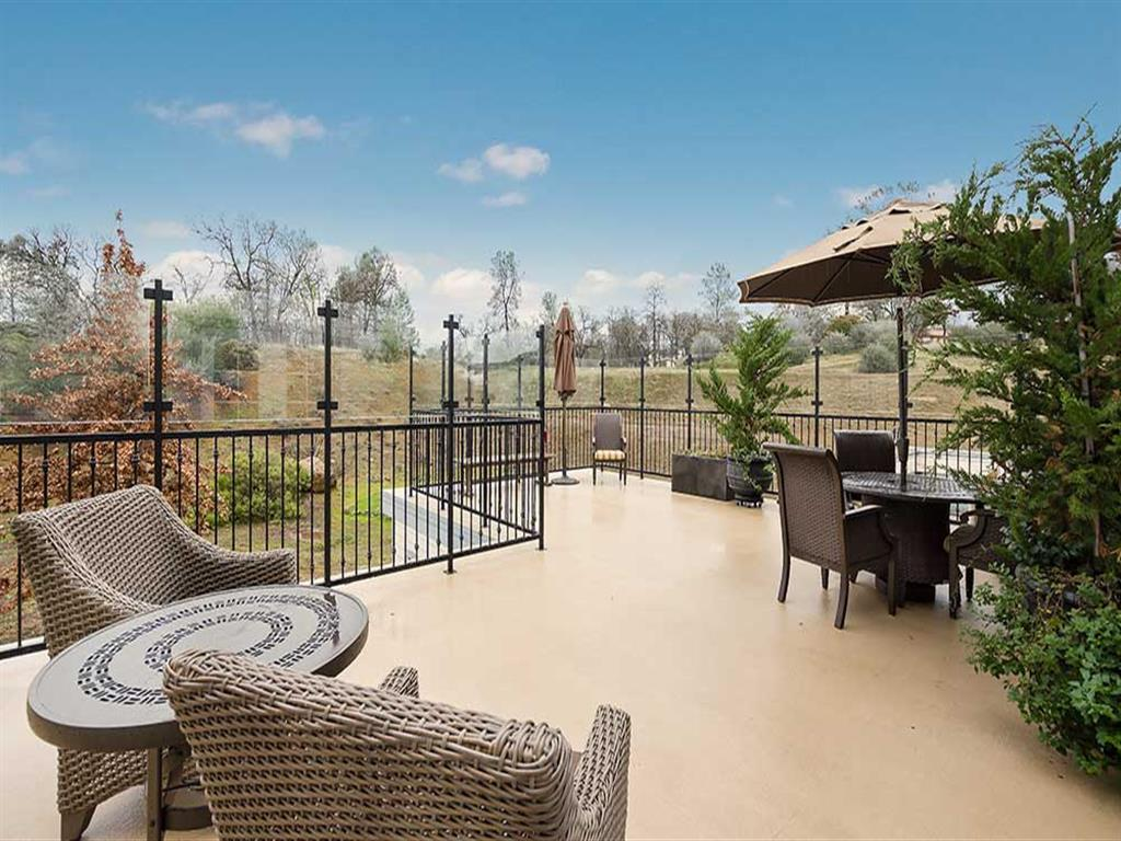 Expansive deck at Pacifica Senior Living Country Crest