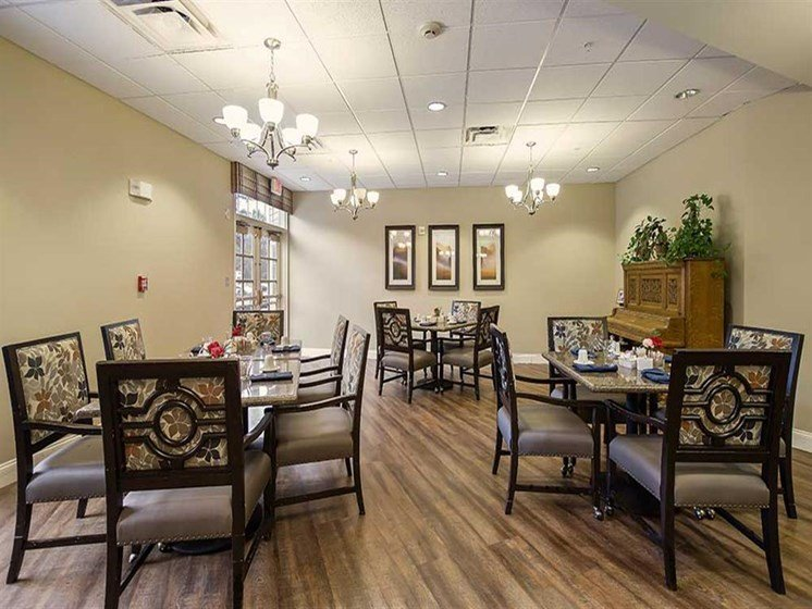 Dining area fresh meals at Pacifica Senior Living Country Crest