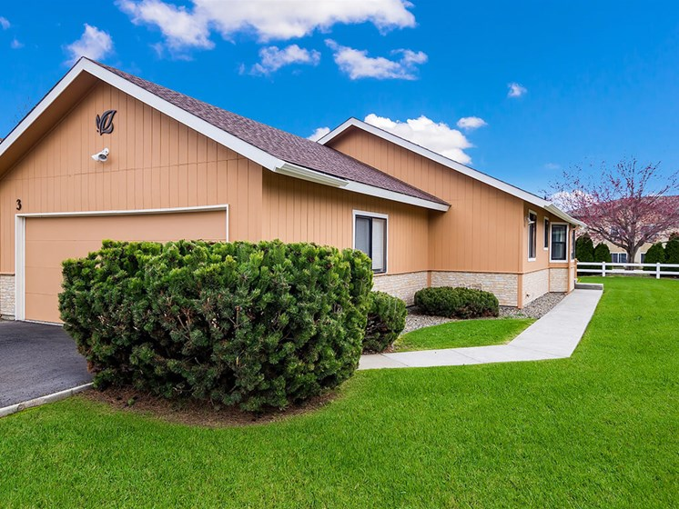Manicured Landscaping at Pacifica Senior Living Ellensburg, Ellensburg, 98926