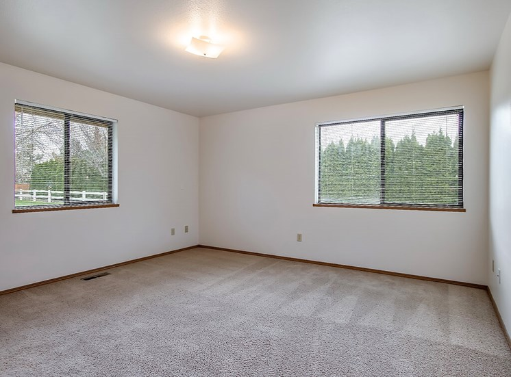 Large Bedroom With Large Window at Pacifica Senior Living Ellensburg, Ellensburg, WA, 98926