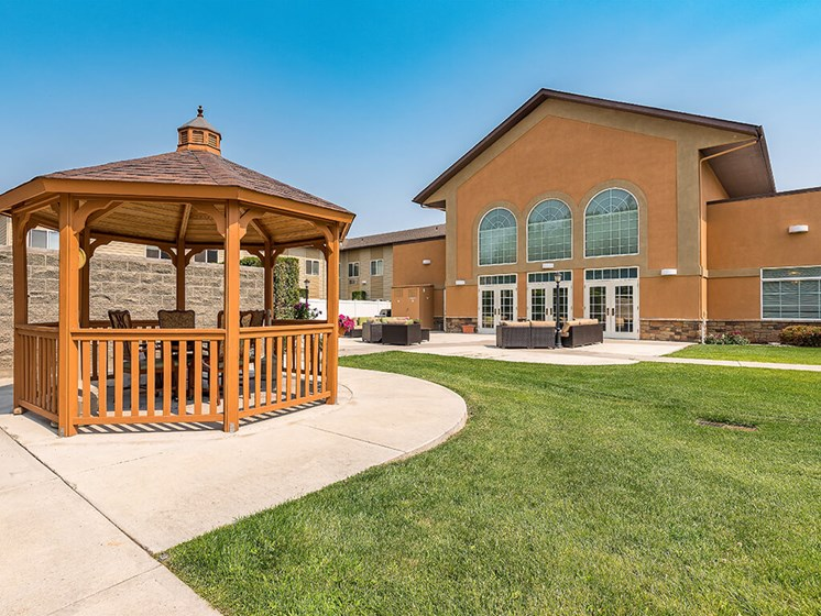 Amazing Outdoor Spaces at Pacifica Senior Living Ellensburg, Ellensburg, 98926