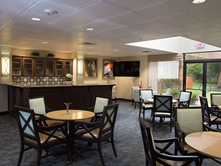 Dining area at Pacifica Senior Living Forest Trace in Lauderhill, Florida