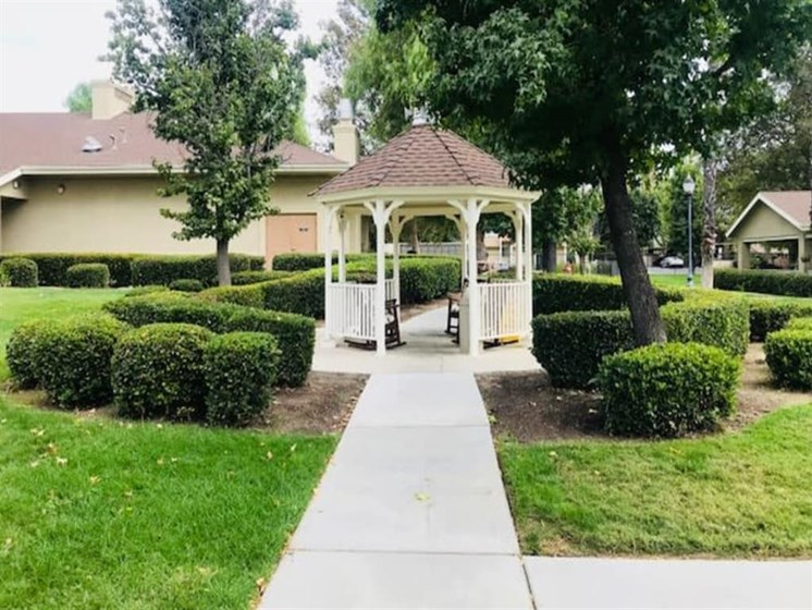 Pacifica Senior Living Hemet offers a spacious patio in Hemet, California