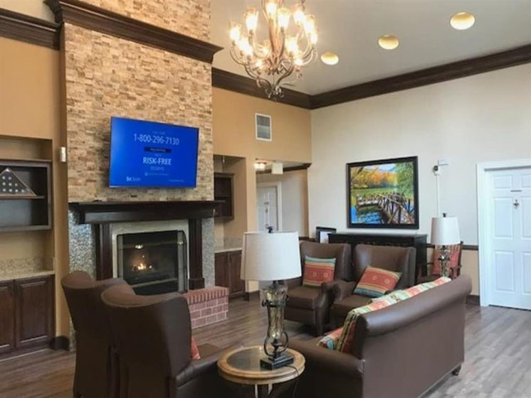 Pacifica Senior Living Hemet offers a quiet living room in Hemet, California