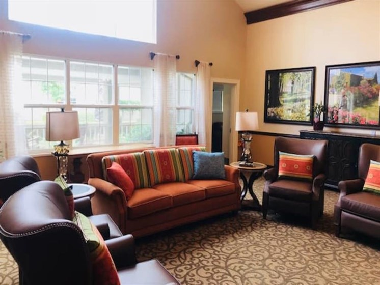 Pacifica Senior Living Hemet in Hemet, California offer a living room