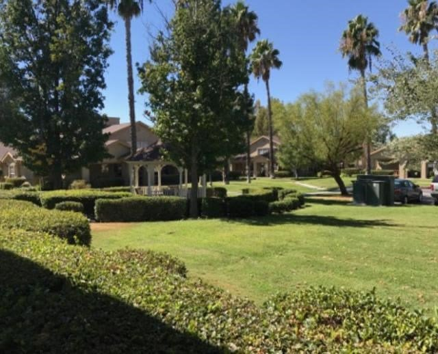 Pacifica Senior Living Hemet yards