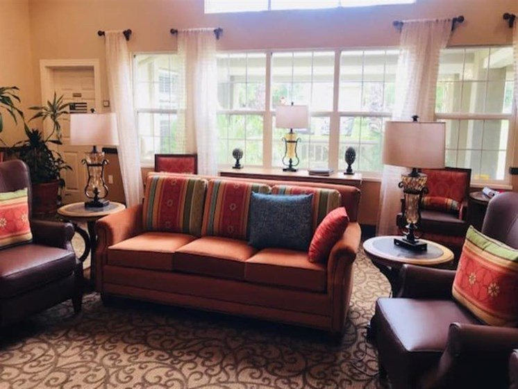 Pacifica Senior Living Hemet offers a beautiful living room in Hemet, California