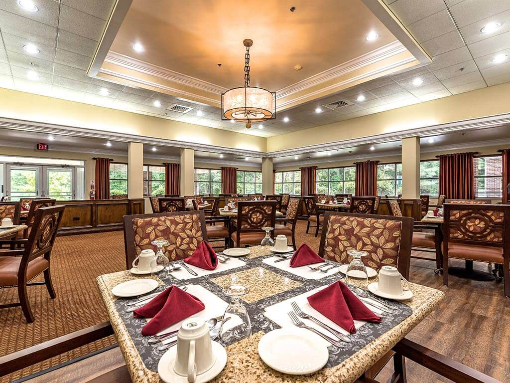 IL Dining Room Community Center at Pacifica Senior Living Heritage Hills in Hendersonville, North Carolina