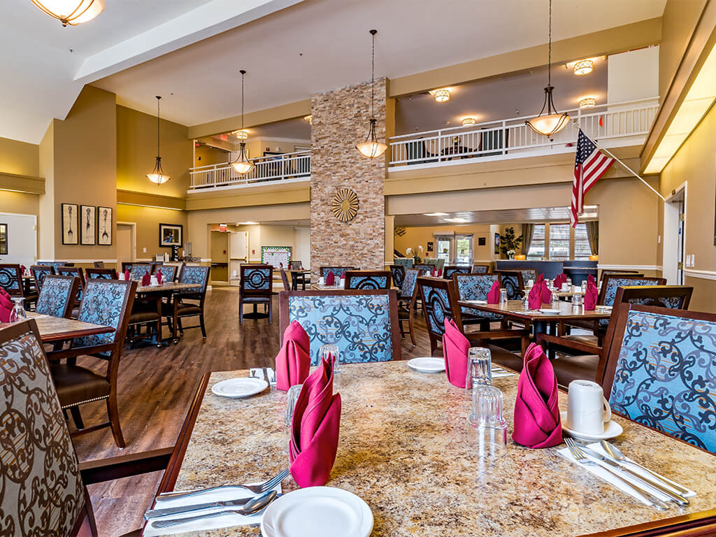 Restaurant Style Dining Room at Pacifica Senior Living Klamath Falls, Klamath Falls, OR