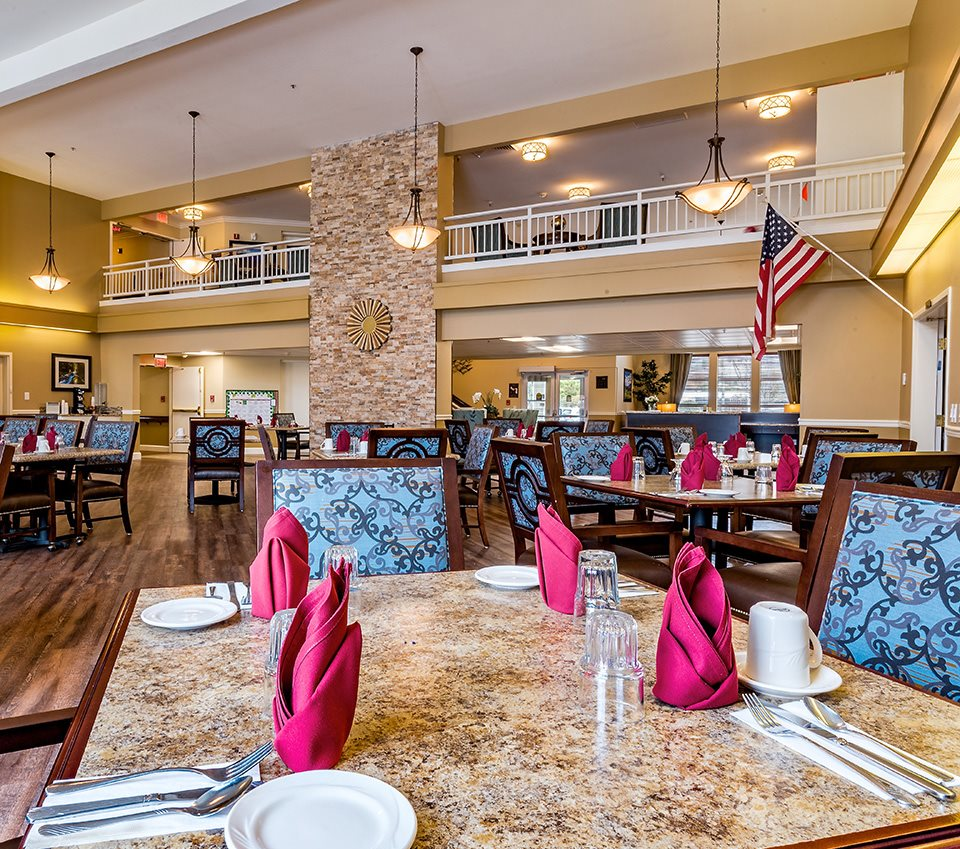 Restaurant Style Dining Room at Pacifica Senior Living Klamath Falls, Klamath Falls, Oregon