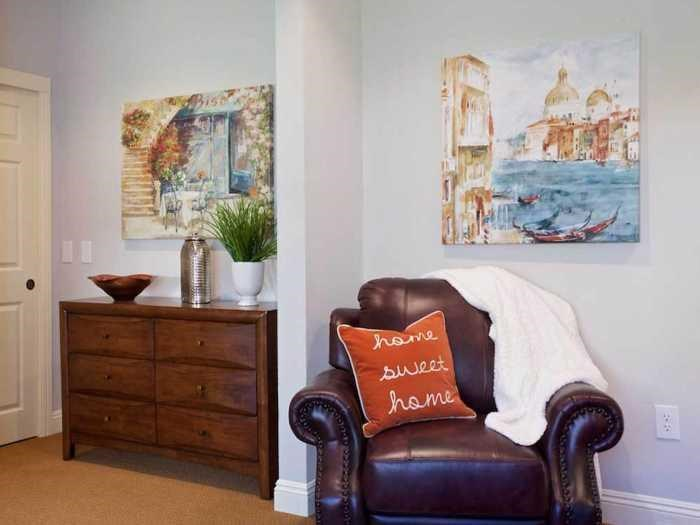 Plenty of hobbies and clubs in Pacifica Senior Living Oakland Heights