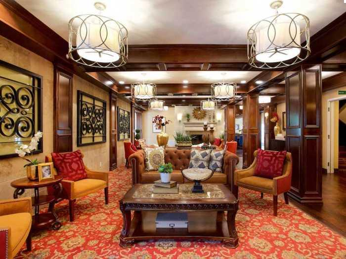 Elegant Lounge in Pacifica Senior Living Oakland Heights