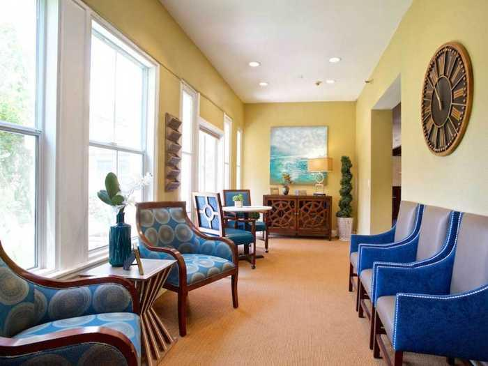 Calm and peaceful sitting area in Pacifica Senior Living Oakland Heights