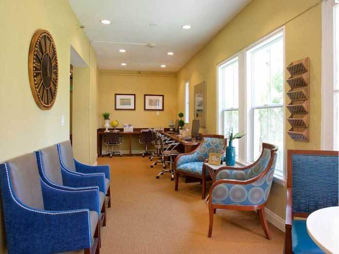 Skilled Staffing for Memory Care in Pacifica Senior Living Oakland Heights