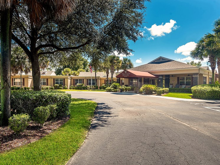 walking paths through courtyard at Pacifica Senior Living Ocala