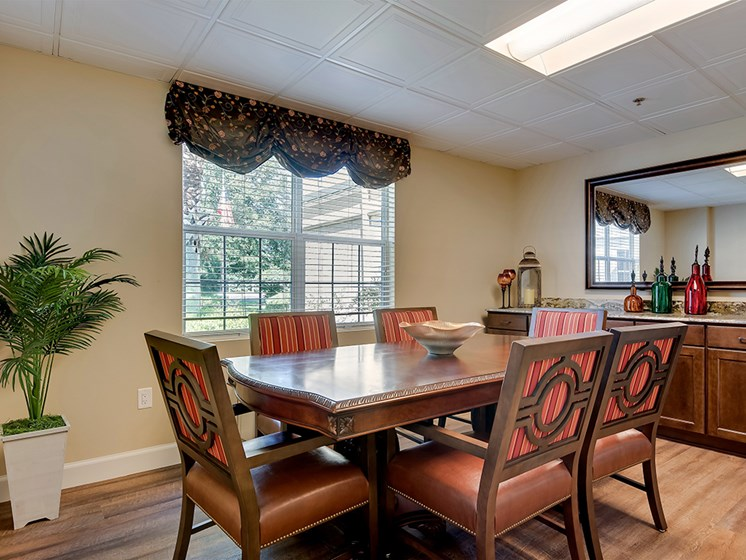 fine dining atmosphere at at Pacifica Senior Living Ocala