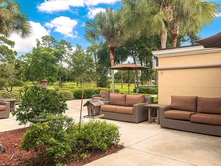 Make friendships in our outdoor sitting area at Pacifica Senior Living Ocala