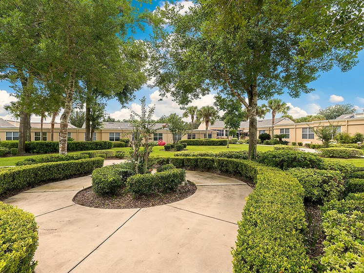 Quiet Courtyard at Pacifica Senior Living Ocala
