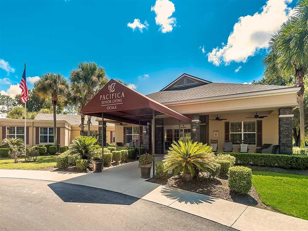 Beautiful manicured grounds at Pacifica Senior Living Ocala