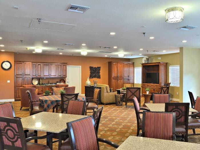Cheerful Community dining hall at Pacifica Senior Living Paradise Valley in Phoenix