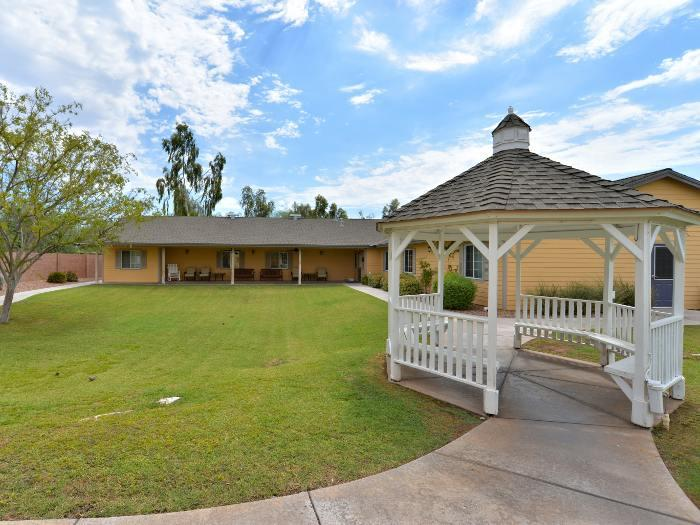 Pacifica Senior Living Paradise Valley gazebo area in Phoenix