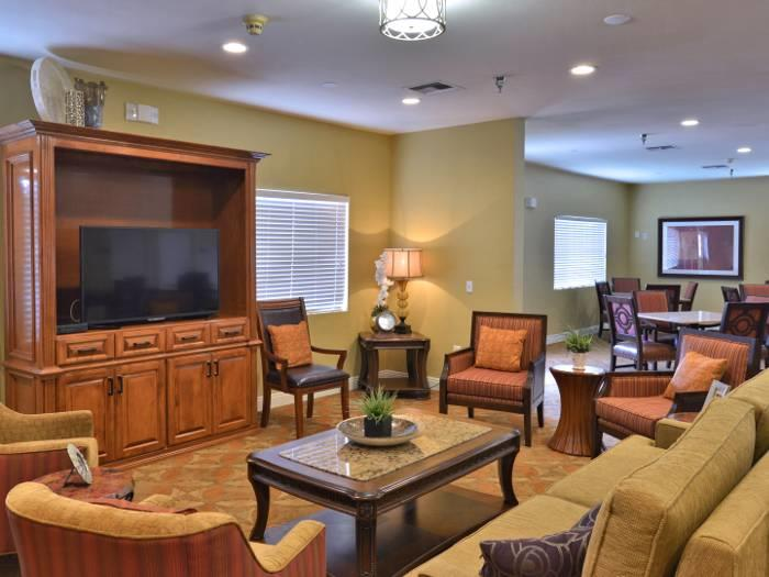 Charming Social lounge at Pacifica Senior Living Paradise Valley in Phoenix