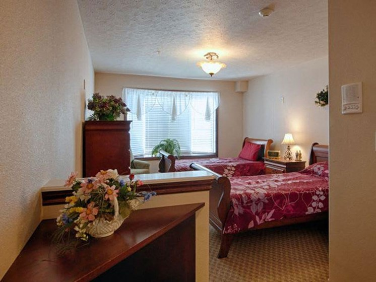 Comfortable Bedroom With Large Window at Pacifica Senior Living Pinehurst, Pinehurst, Idaho