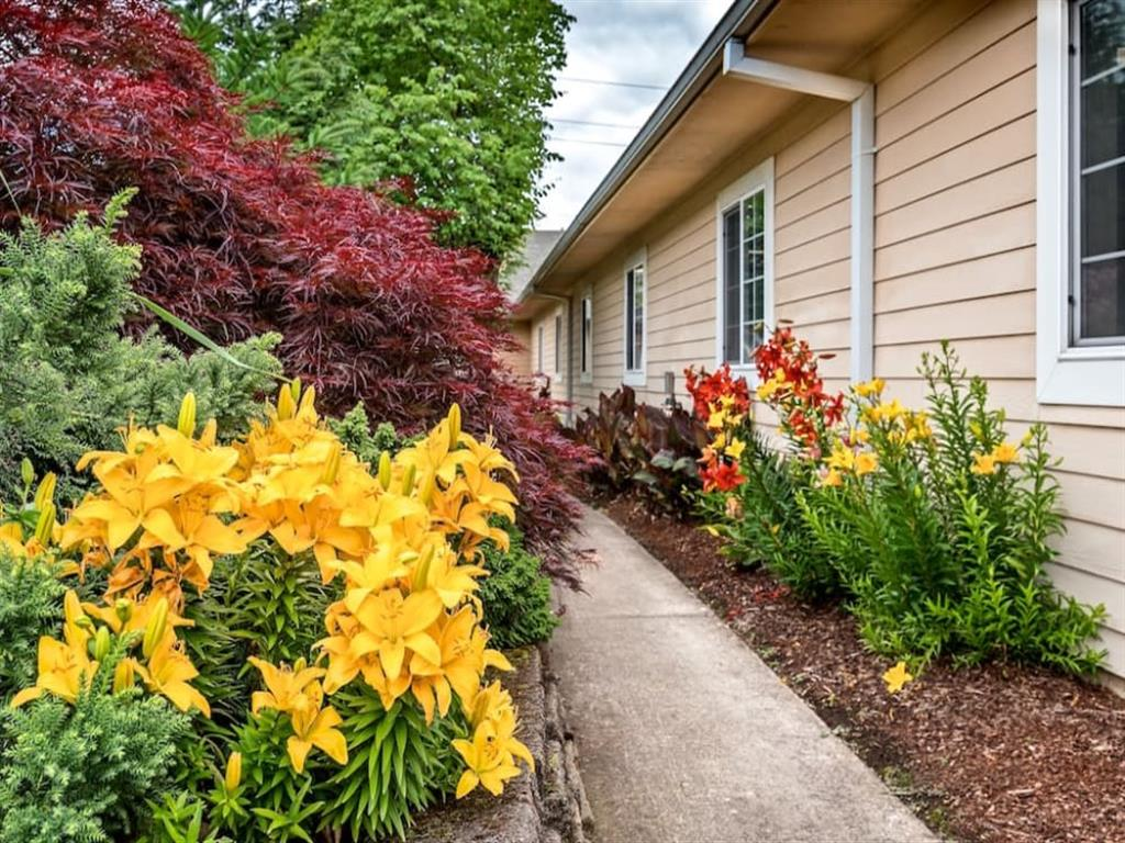 Green Space Walking Trails at Pacifica Senior Living Portland, Portland