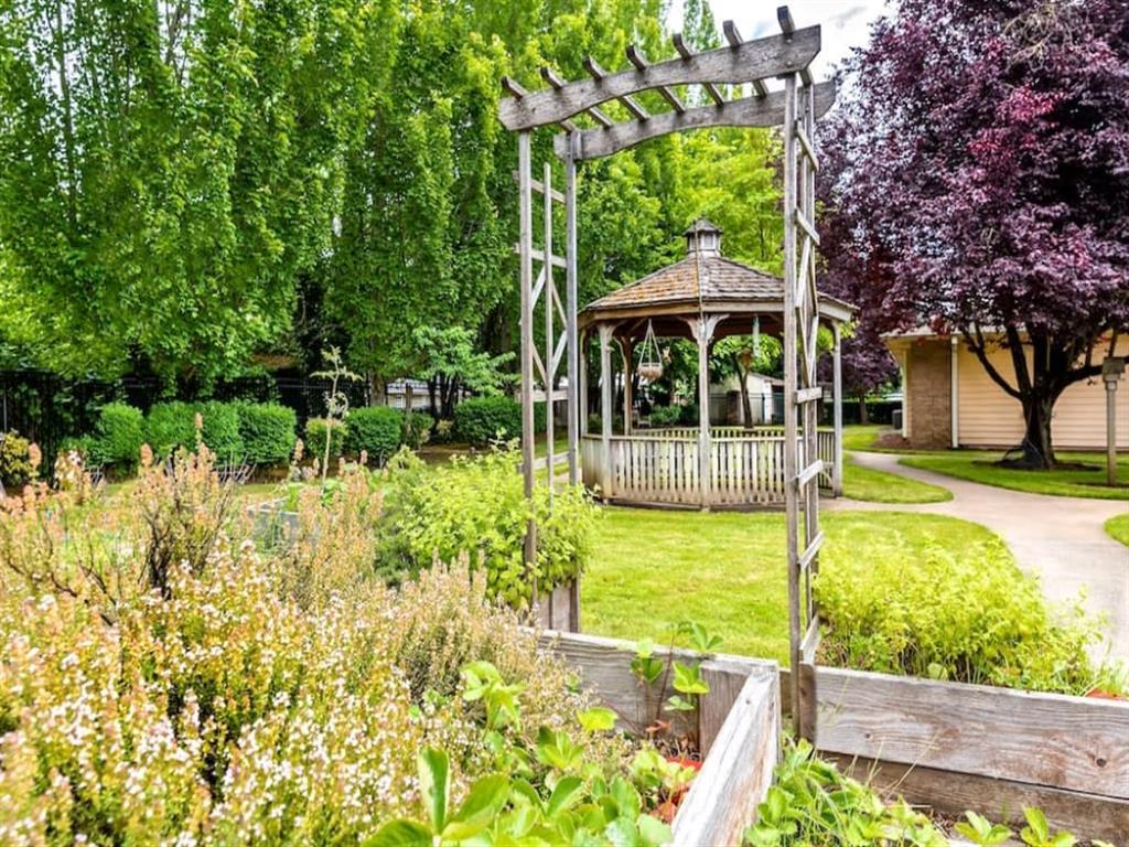 Picturesque Garden Setting at Pacifica Senior Living Portland, Oregon, 97233