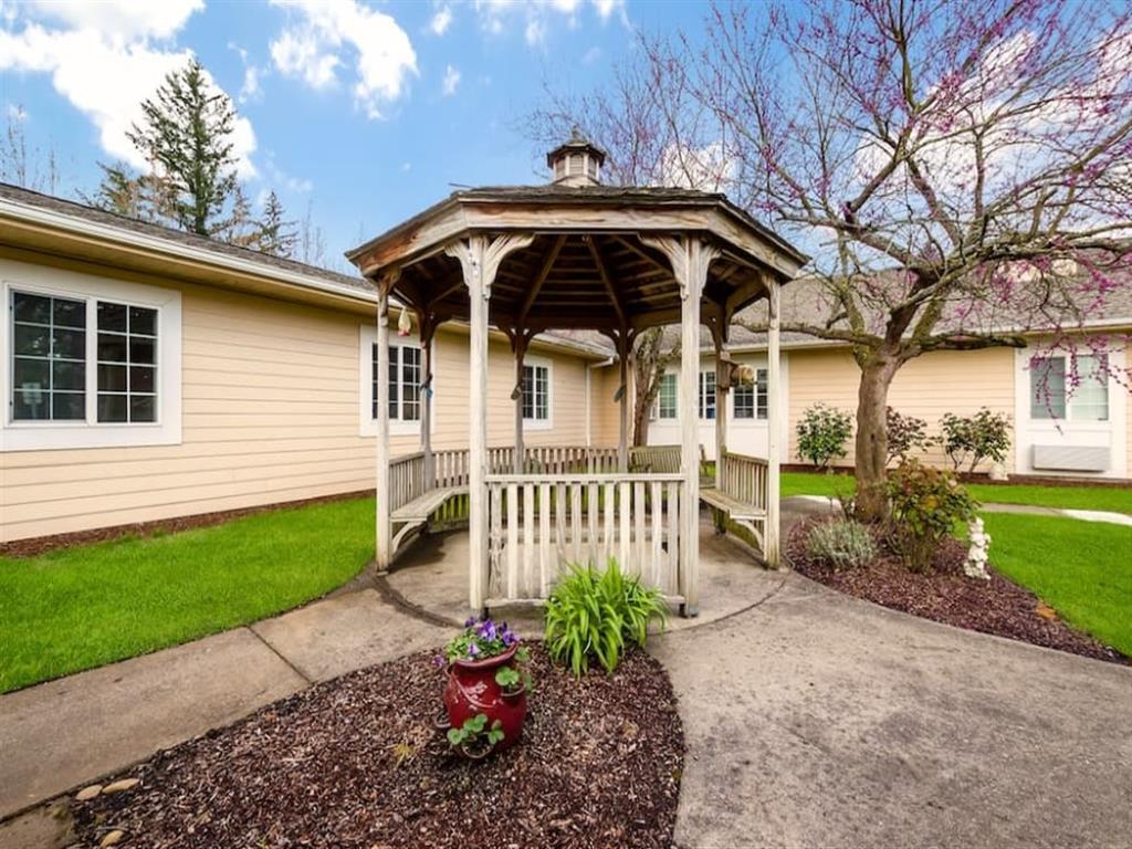 Garden Gazebo at Pacifica Senior Living Portland, Oregon