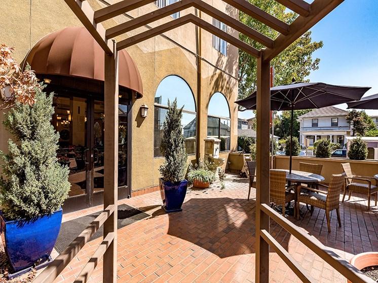 Outdoor Sitting Area at Pacifica Senior Living San Leandro, San Leandro, CA
