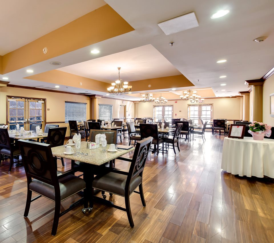 Nutritious Restaurant-Style Dining at Pacifica Senior Living Santa Clarita, Newhall, California