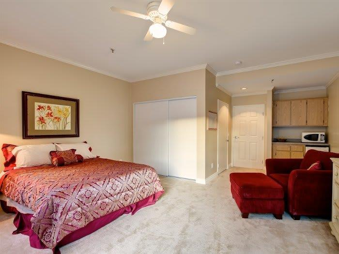 Independent Living Bedroom at Pacifica Senior Living Santa Clarita in Newhall, CA