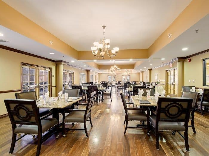 Contemporary Spacious dining hall at Pacifica Senior Living Santa Clarita in Newhall, CA