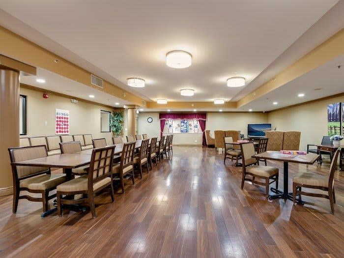 Pacifica Senior Living Santa Clarita community family style dining hall in California