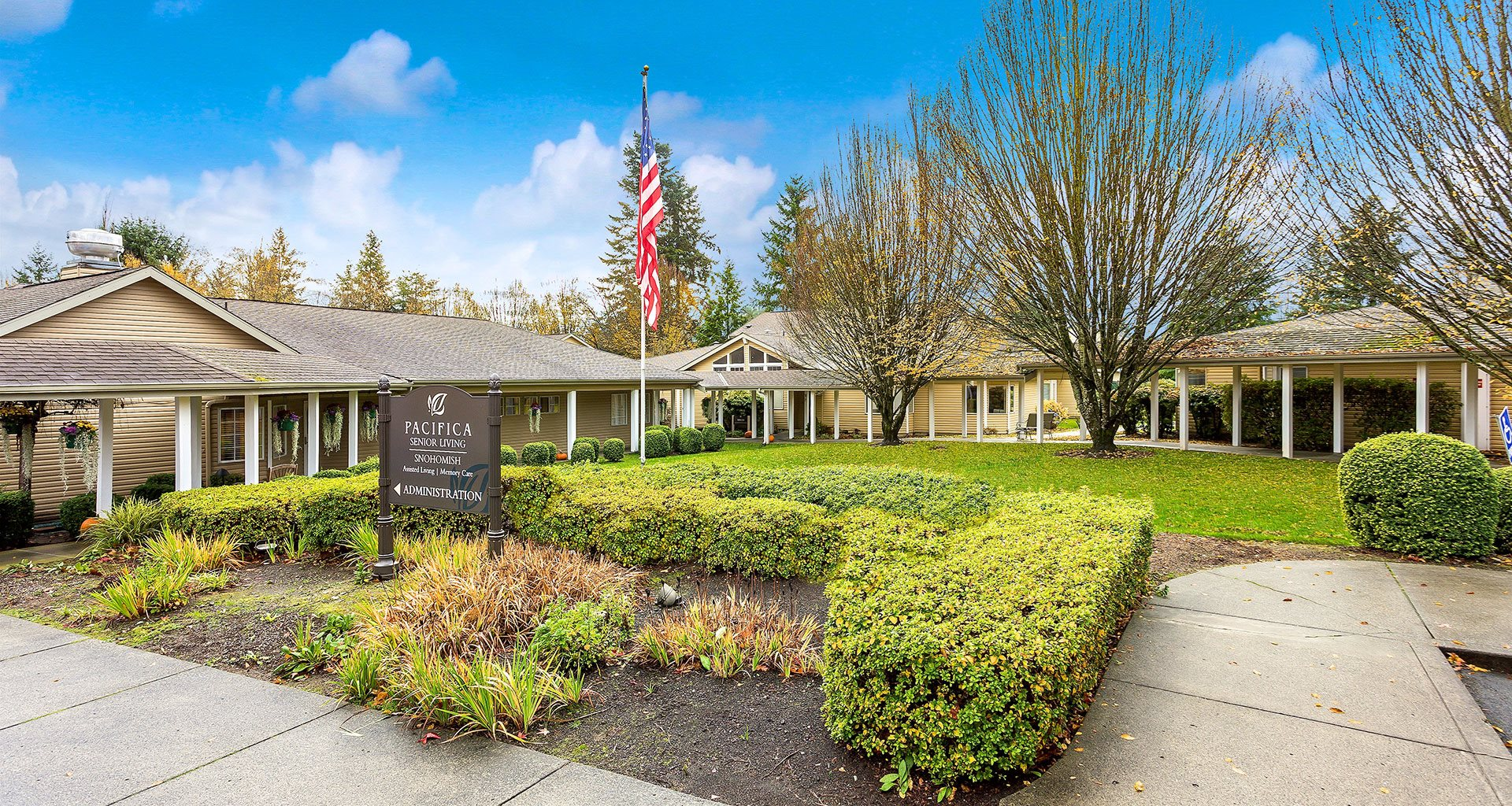 Courtyard With Mature Trees at Pacifica Senior Living Snohomish, Washington