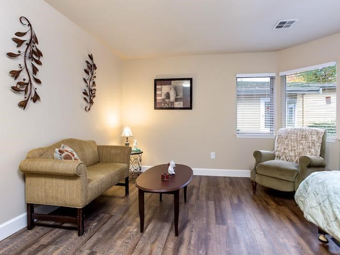 Living room at Pacifica Senior Living Snohomish in Snohomish, Washington