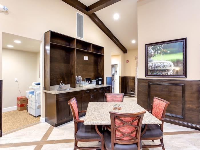 Lobby/Bistro Area at Pacifica Senior Living Snohomish Washington