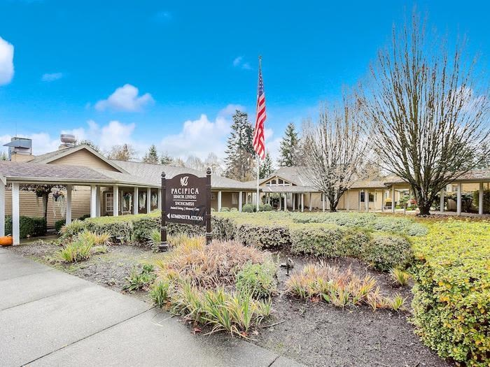 Front view at apartments in Snohomish, Washington