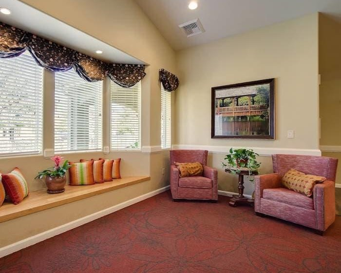 Pacifica Senior Living Vacaville in Vacaville, California offers spacious and bright common areas for our senior living residents to enjoy