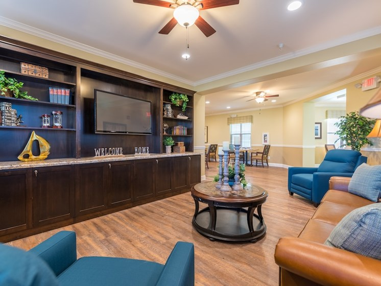 Group Living Rooms to Make Friends at Pacifica Senior Living Vancouver, Washington