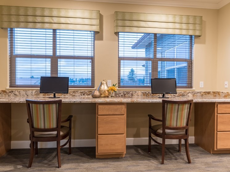 Cyber Cafe with Internet and Seating at Pacifica Senior Living Vancouver, WA 98684