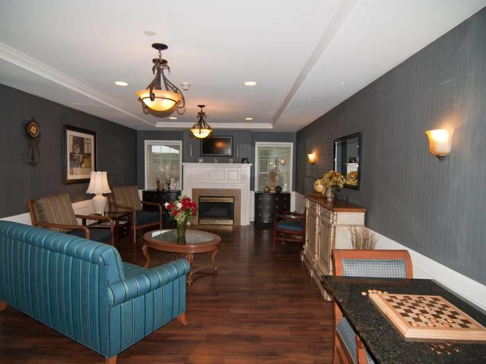 memory care living room at Pacifica Senior Living Victoria Court