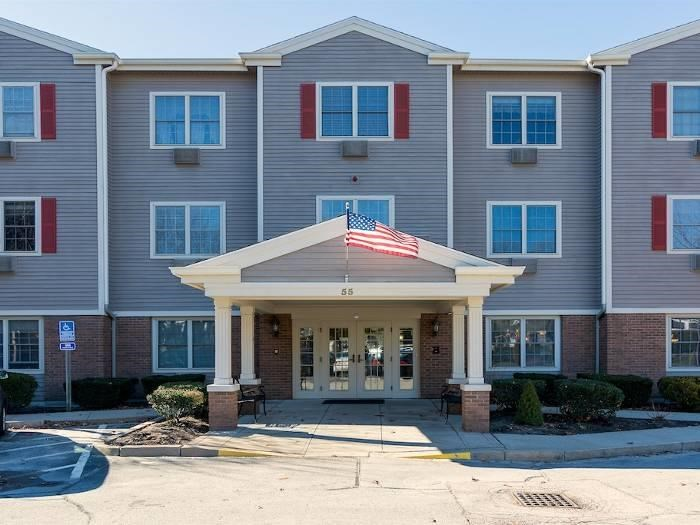Be welcomed at our community at Pacifica Senior Living Victoria Court